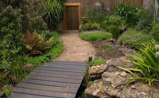 Native garden water feature 001