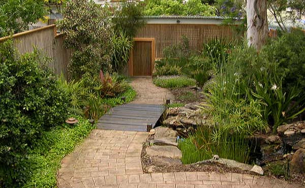 Native garden water feature 003