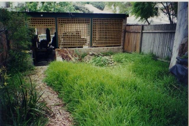 Native garden water feature 012